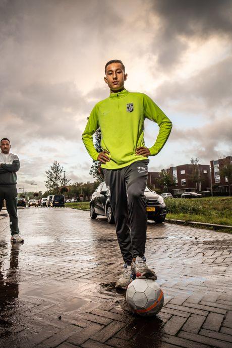 Deze 16-jarige is de nieuwe voetbalhoop van Arnhem: 'Goed is goed, zo simpel is het'