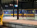 Politie op het perron op station Eindhoven