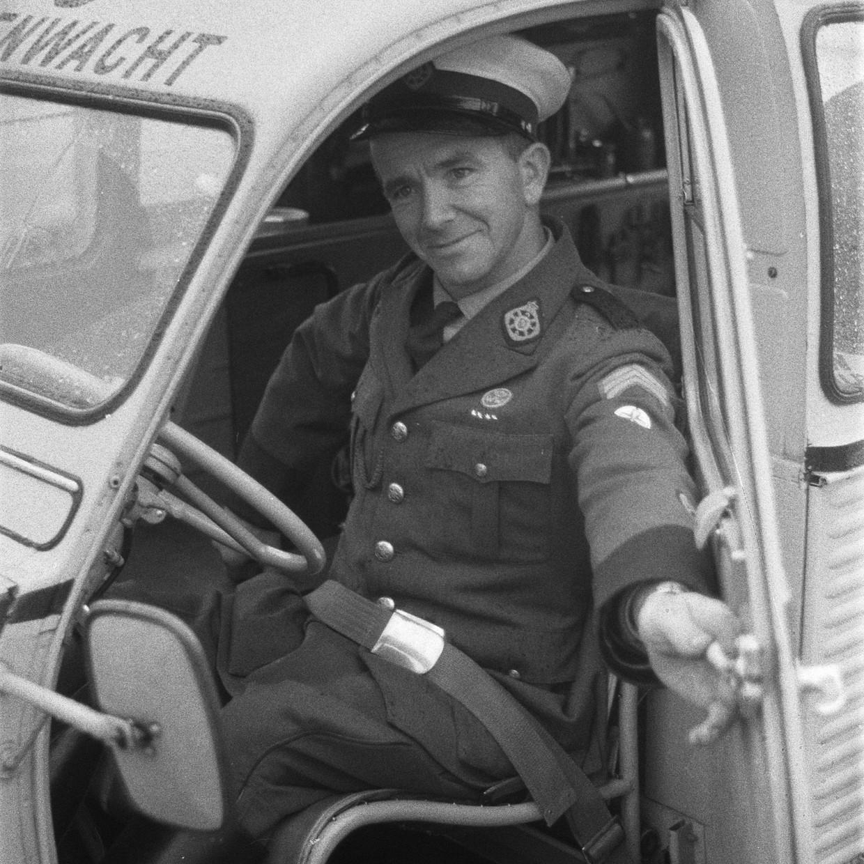 Demonstratie met veiligheidsgordels door de ANWB in 1960.