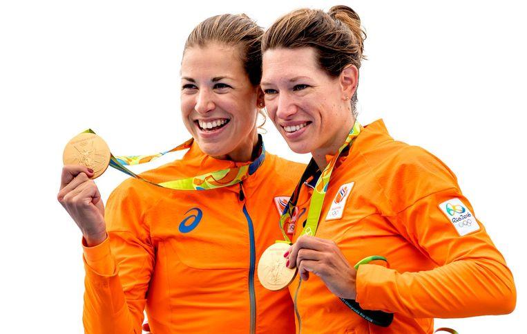 Ilse Paulis en Maaike Head behalen goud tijdens de finale van de lichte dubbeltwee in het Lagoa stadion tijdens de Olympische Spelen van Rio. Beeld anp