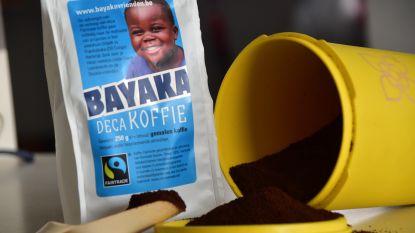 Koffie drinken voor nieuwe waterput in Congo