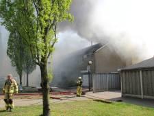 Garage in Groenlo brandt helemaal uit