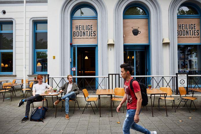 Heilige Boontjes aan het Eendrachtsplein wordt een grand café.