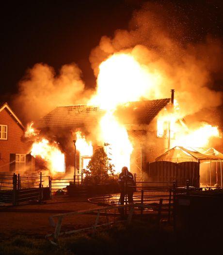 Twee gewonden bij woningbrand in Hedel, mogelijk brandstichting