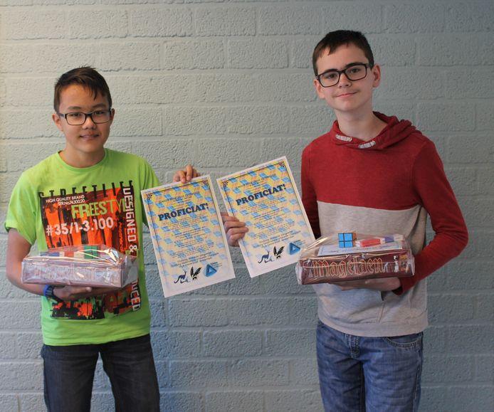 Gymnasiumbrugklasleerlingen Michiel (l) en Wouter (r) behoren bij de wereldwijde wiskundewedstrijd W4Kangoeroe tot de beste tweehonderd leerlingen van Nederland. De gehele afdeling van vmbo-t2 van het DevelsteinCollege behoort tot de top 5 van Nederland.