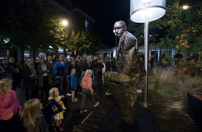 Statues by Night in Ede.