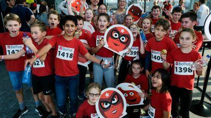 550 kinderen voor bijna 700 trappen: scholen beklimmen Belfiustoren voor Rode Neuzen Dag