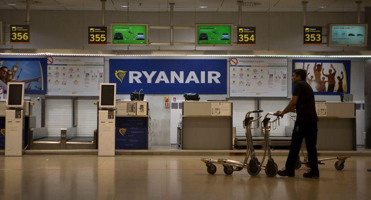 De Ryanair-balie op de luchthaven in Madrid, Spanje.