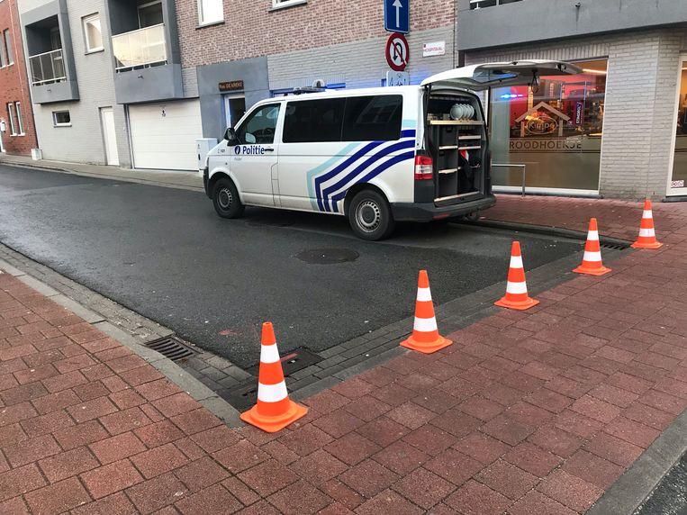 De straat was urenlang afgesloten.