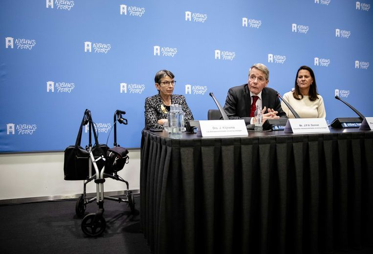De commissie-Donner met Jetta Klijnsma (links), Piet Hein Donner en Willemien den Ouden. Beeld null