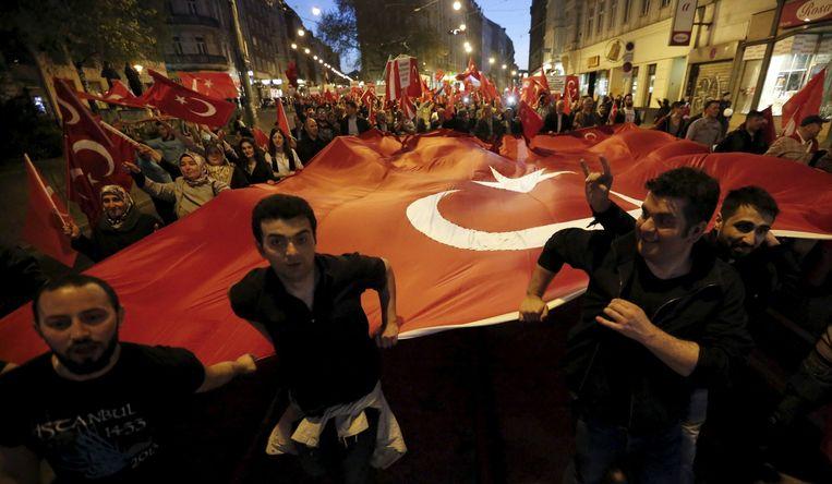Turken demonstreren tegen de Oostenrijkse erkenning van de Armeense genocide Beeld reuters