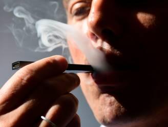 De 'Juul' lijkt een sympathiek alternatief voor de gewone sigaret. In werkelijkheid stoomt het tieners klaar voor verslaving