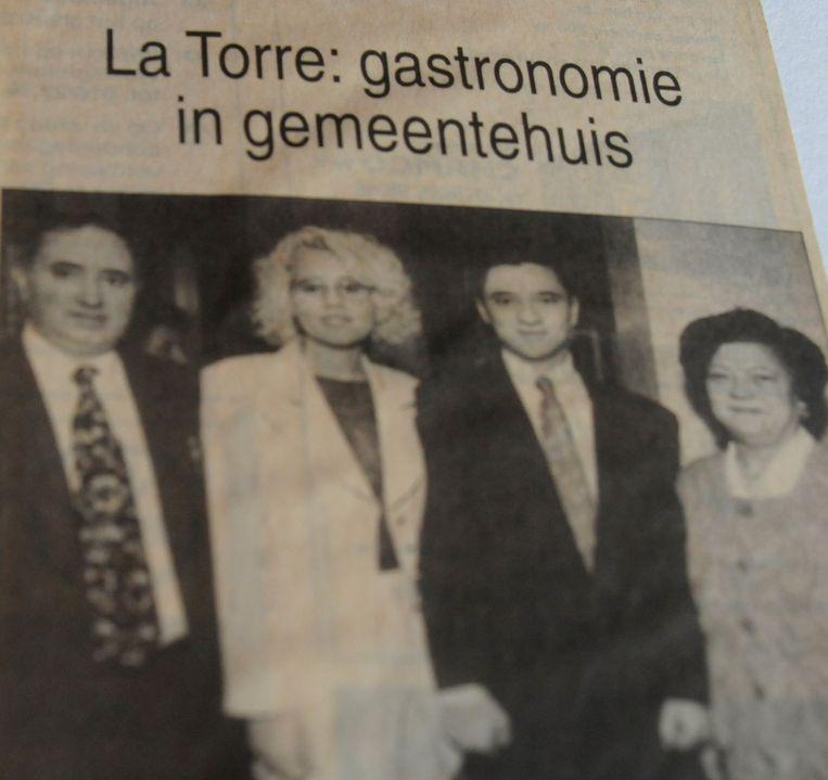 Sabrina, Mimmo en zijn ouders bij de opening van de zaak in een lokaal krantje.