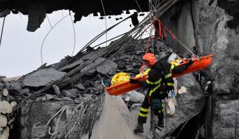Zeker 35 doden door ingestorte brug bij Genua