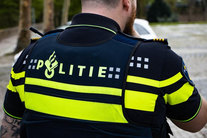 Politie houdt negen mannen aan in Etten-Leur bij een drugsonderzoek.