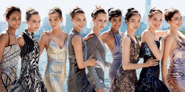 Imaan Hammam stond in september op de cover van Vogue (vierde van rechts) Beeld Vogue