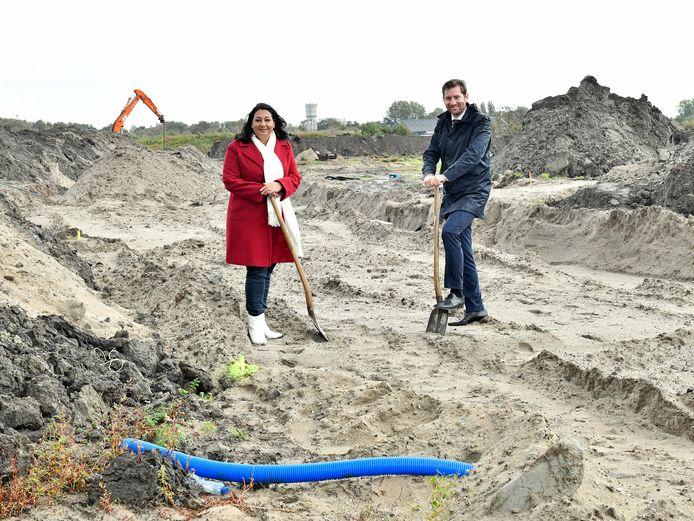 Wethouder Johanna Besteman (Wonen) en Jeffrey Keus (Rijswijk Buiten) willen meer huurwoningen in het middensegment bouwen in Rijswijk.