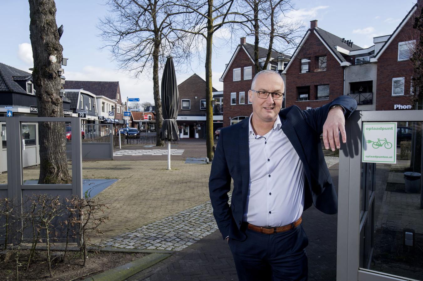 Het devies van wethouder Richard Kortenhoeven luidt: 'Samen de schouders eronder om een aantrekkelijker centrum van Wierden te realiseren.