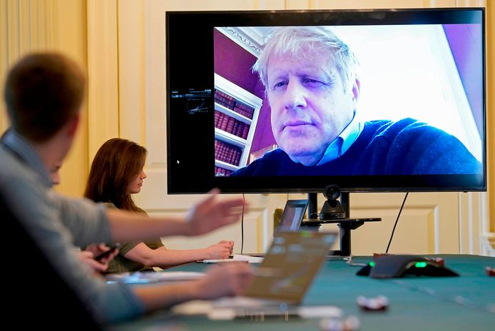 Boris Johnson lors d'une réunion vidéo le 28 mars dernier, alors qu'il s'était déjà placé à l'isolement après avoir été testé positif au nouveau coronavirus.