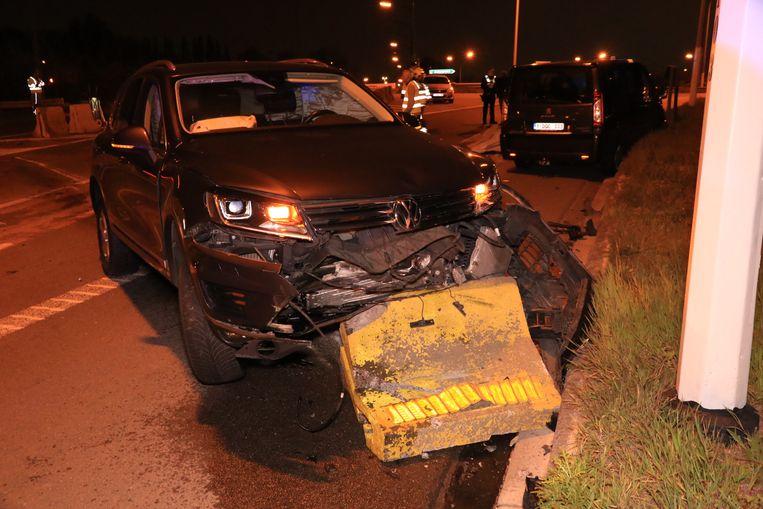 Een dronken chauffeur ramde de betonblokken op de middenberm van de Krijgsbaan.