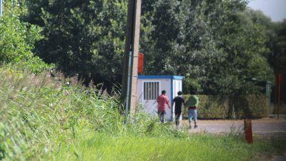 Vechtpartij met stokken en stenen tussen transitmigranten in Oudenburg: 1 vluchteling kritiek