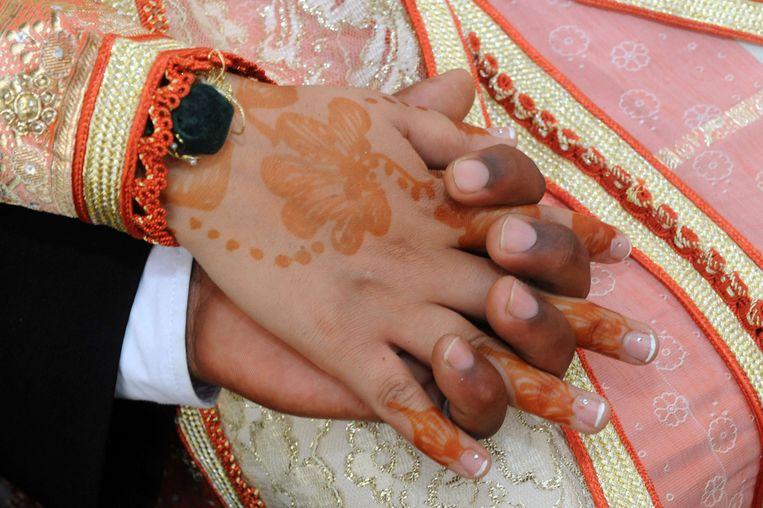 Als het van haar ouders afhangt, trouwt Aïsha binnenkort met een neef in Marokko. Maar tegen dan zal het te laat zijn, want ze zal al iemands vrouw zijn. Achter hun rug, en tegen de Marokkaanse traditie van haar familie in, plant Aïsha haar éigen huwelijk. In december zegt ze 'ja', maar niemand zal het weten. Een verhaal over strakke keurslijven en sterke geloofsovertuigingen, en over een jonge moslima die zich daaruit los probeert te wrikken.