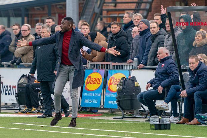 Kozakken Boys-trainer Rick Adjei moest toezien hoe zijn ploeg verloor van koploper IJsselmeervogels.