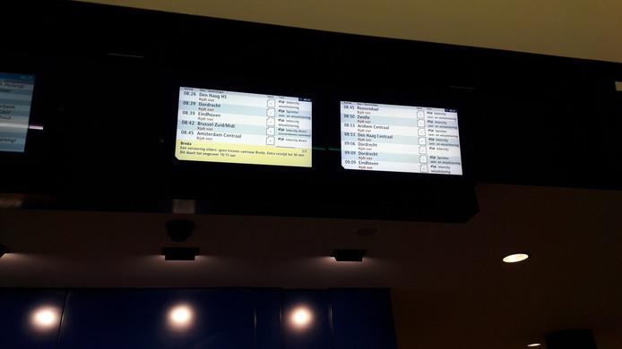 Op de informatieschermen staat dat geen trein rijdt vanuit Breda