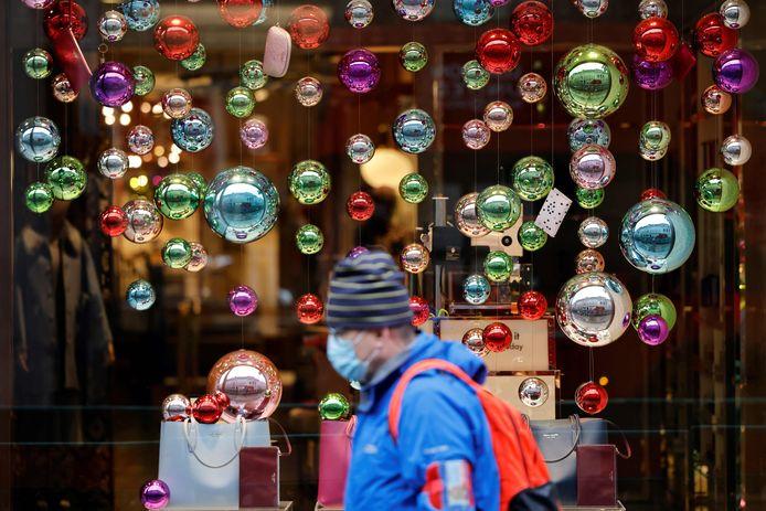 À Londres, les vitrines sont désormais décorées pour le célèbre shopping de Noël