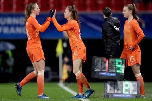 Joëlle Smits lost Vivianne Miedema af tijdens Nederland  - Brazilië in maart.