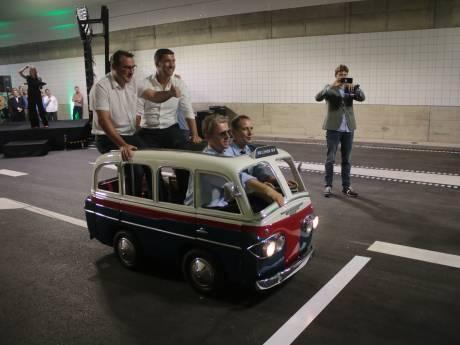 Hagenaars zetten eerste stapjes in gloednieuwe Koningstunnel