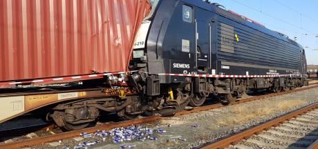 Goederentrein botst op treinwagon vol Red Bull-blikjes in Venlo