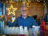 Ook met kerst tapt Jan biertjes bij de schaatsbaan