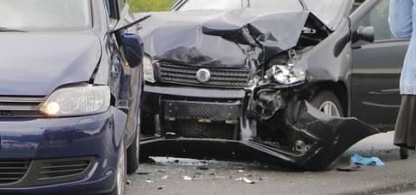 Verkeersopstopping op N332 bij Holten na ongeluk