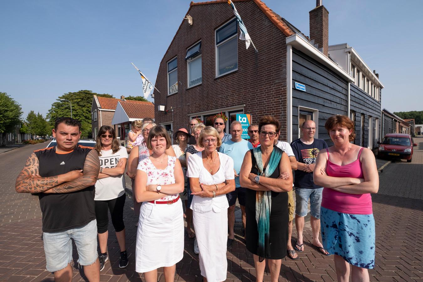 Overleg met de gemeente heeft de ongerustheid bij de bewoners van Colijnsplaat nog niet weg kunnen nemen. Zij zien de komst van twaalf arbeidsmigranten met lede ogen aan.
