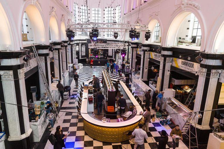 Sfeerbeeld van de Holy Food Market, vlak voor de opening
