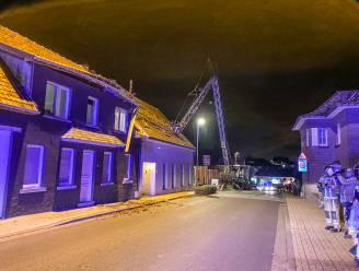 Bouwkraan stort neer bij opstellen in Michelbeke: twee woningen zwaar beschadigd