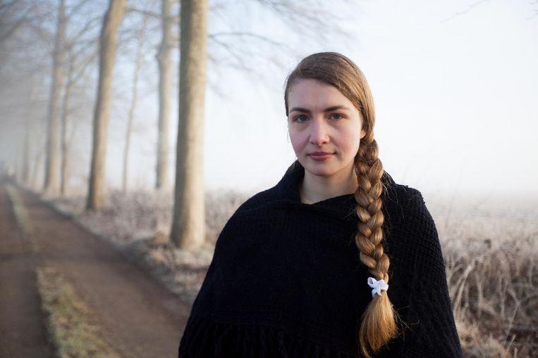 Katrijn Govaert speelt de hoofdrol en is Julienne De Zutter, de zus van het slachtoffer.