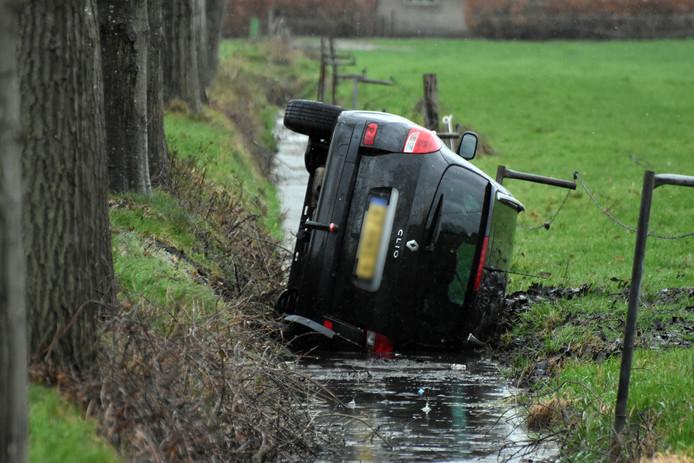 De bestuurder kon na de crash zelf uit de auto komen.