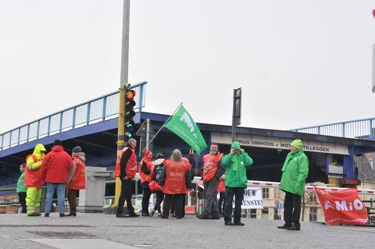 Archiefbeeld - Bij eerdere stakingen blokkeerden de vakbonden de ophaalbrug in Oudenaarde.