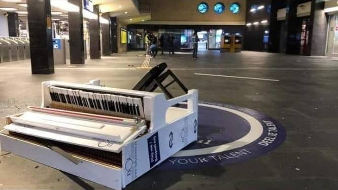 Igor rekent in rijmvorm af met relschoppers die piano station Eindhoven vernielden