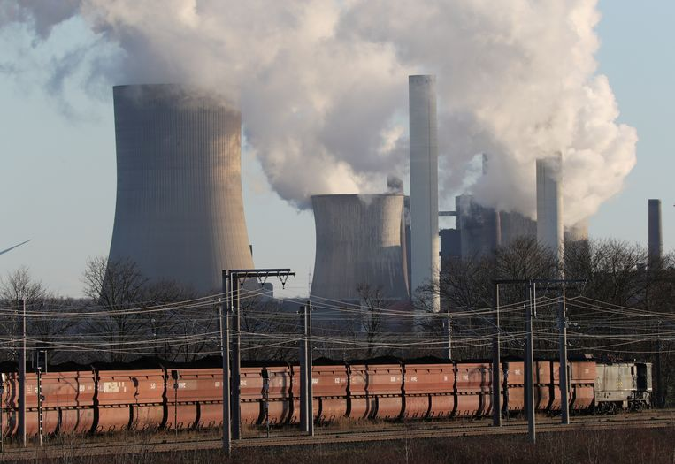 FILE PHOTO: Brown coal train lorries of RWE Rheinbraun filled with lignite are being transported near the coal power plant of Niederaussem of German utility RWE, west of Cologne, Germany, January 16, 2020. REUTERS/Wolfgang Rattay/File Photo