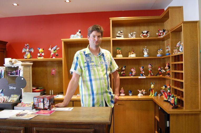 Wouter Baars opent een Disneywinkel in Landen.