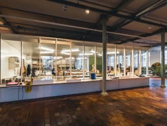 Industriemuseum heropent met centrale glazen box waarin je live textielwerkers ziet verven, stikken en vilten