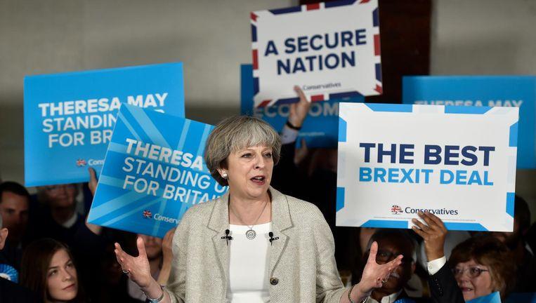 Theresa May krijgt niet wat ze had gehoopt, als we afgaan op de exit poll. Er dreigt een machtsstrijd bij de Conservatieven los te gaan breken. Beeld getty