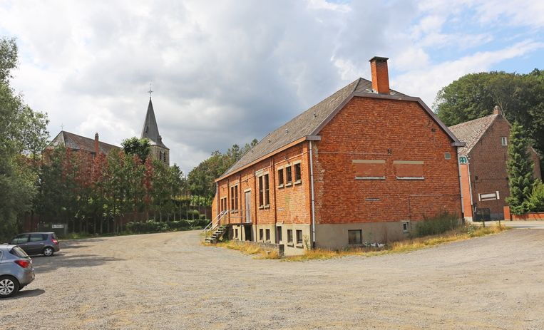 Voor het eerst in jaren is er deze week geen bedrijvigheid op de parking achter de parochiezaal te bespeuren. De Vlaamse kermis is dood.