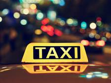 Taxichauffeurs beboet bij controles in Breda en Tilburg, onder meer voor verlopen keuring taximeter