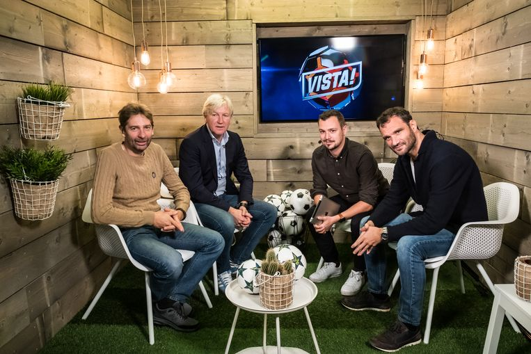 Van l naar r: Proximus Sports-analist Wim De Coninck, Marc Brys, moderator Nicolas De Brabander en Stephan Keygnaert, Chef Voetbal van Het Laatste Nieuws.