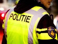 Omstanders redden agenten uit gecrashte politieauto