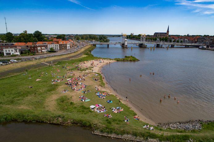 Een kiosk en een watertaxi moeten het stadsstrand bij Kampen aantrekkelijker en beter bereikbaar maken.